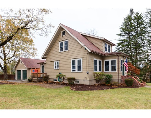 Casa para uma família para Venda às 61 Metcalf Road 61 Metcalf Road North Attleboro, Massachusetts 02760 Estados Unidos