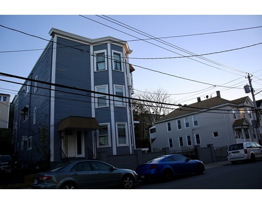 Apartamentos multi-familiares para Venda às 63 Falcon Street 63 Falcon Street Boston, Massachusetts 02128 Estados Unidos