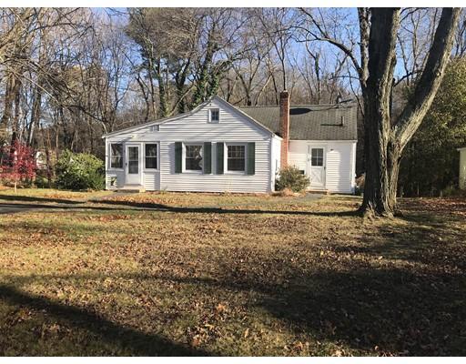Maison unifamiliale pour l Vente à 26 Colonial Avenue 26 Colonial Avenue Agawam, Massachusetts 01001 États-Unis