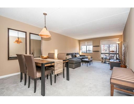 共管式独立产权公寓 为 销售 在 100 LEDGEWOOD DRIVE 100 LEDGEWOOD DRIVE 斯托纳姆, 马萨诸塞州 02180 美国