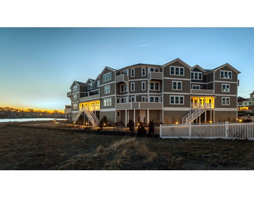 شقة بعمارة للـ Sale في 7 Bay Street #5 7 Bay Street #5 Hull, Massachusetts 02045 United States