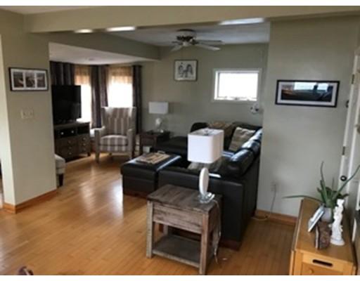 Casa Unifamiliar por un Alquiler en 12 Pierview Avenue 12 Pierview Avenue Revere, Massachusetts 02150 Estados Unidos