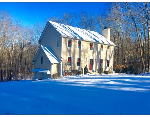 Maison unifamiliale pour l Vente à 18 Lyman Barnes Road 18 Lyman Barnes Road Brimfield, Massachusetts 01010 États-Unis