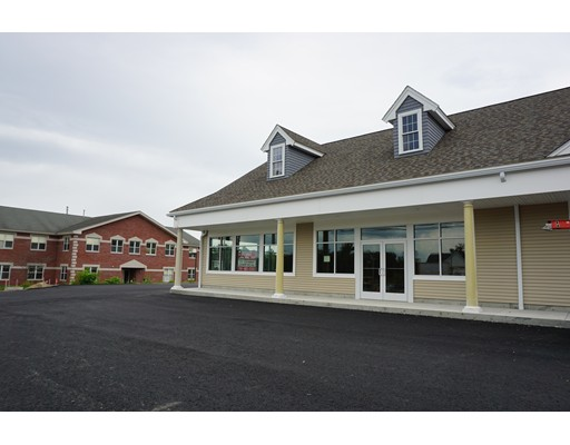 商用 为 出租 在 12 Main Street 12 Main Street 莱克威尔, 马萨诸塞州 02347 美国