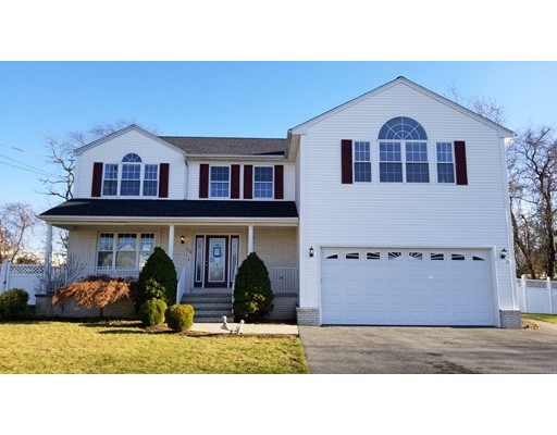 Single Family Home for Sale at 16 Hamlet Court 16 Hamlet Court Bristol, Rhode Island 02809 United States