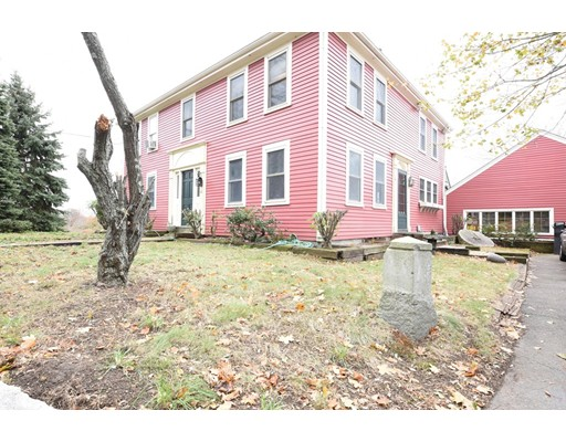 Maison unifamiliale pour l Vente à 421 East Broadway 421 East Broadway Haverhill, Massachusetts 01830 États-Unis