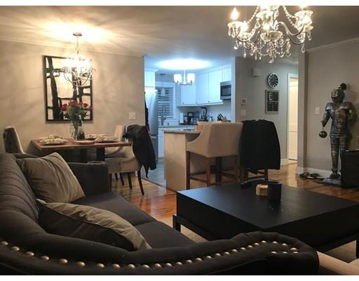 Casa Multifamiliar por un Venta en 77 Keystone Street 77 Keystone Street Boston, Massachusetts 02132 Estados Unidos