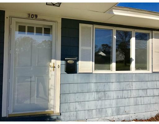 Casa unifamiliar adosada (Townhouse) por un Alquiler en 109 Adams Ave #1 109 Adams Ave #1 North Andover, Massachusetts 01845 Estados Unidos
