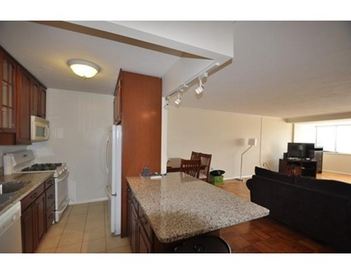 Casa Unifamiliar por un Alquiler en 6 Whittier Place Boston, Massachusetts 02114 Estados Unidos