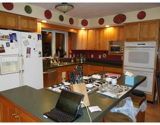 Maison unifamiliale pour l Vente à 1696 Russell Road 1696 Russell Road Montgomery, Massachusetts 01085 États-Unis