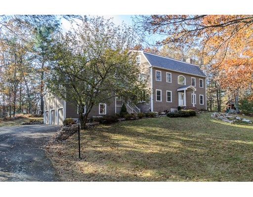 Single Family Home for Sale at 14 Windsor Drive 14 Windsor Drive Foxboro, Massachusetts 02035 United States