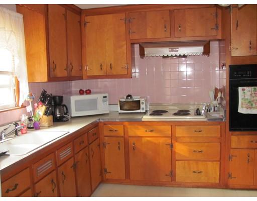 Casa Unifamiliar por un Alquiler en 37 WALSH Avenue 37 WALSH Avenue Auburn, Massachusetts 01501 Estados Unidos