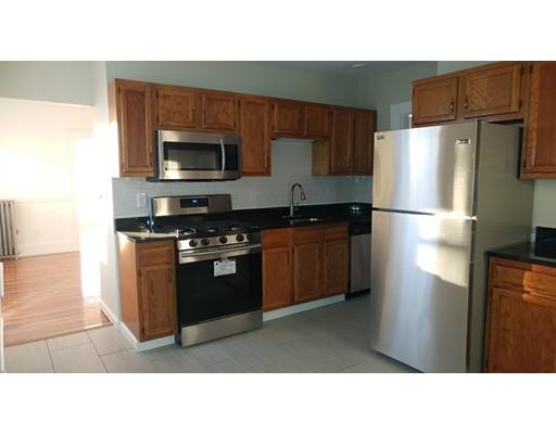独户住宅 为 出租 在 89 Clinton Street Everett, 马萨诸塞州 02149 美国