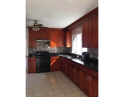 Casa unifamiliar adosada (Townhouse) por un Alquiler en 21 Woodward Ave #N/A 21 Woodward Ave #N/A Quincy, Massachusetts 02169 Estados Unidos