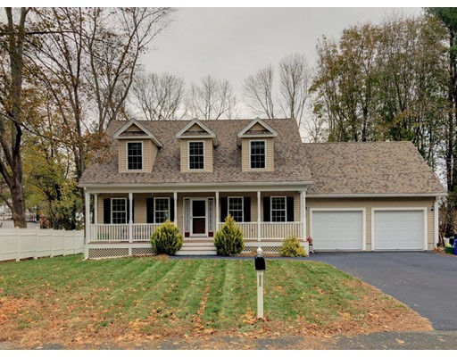 واحد منزل الأسرة للـ Sale في 14 Cannon Hill Avenue 14 Cannon Hill Avenue Groveland, Massachusetts 01834 United States
