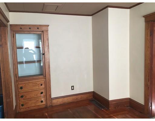 Частный односемейный дом для того Аренда на 1123 Middleboro Avenue 1123 Middleboro Avenue Taunton, Массачусетс 02718 Соединенные Штаты
