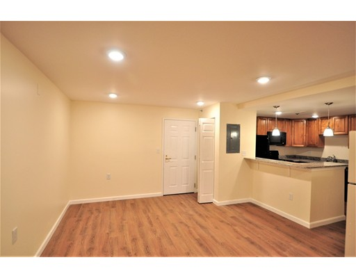 Additional photo for property listing at 324 Washington Street  Wellesley, Massachusetts 02481 Estados Unidos