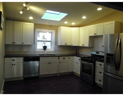 واحد منزل الأسرة للـ Sale في 4 Indian Drive 4 Indian Drive Chelmsford, Massachusetts 01824 United States