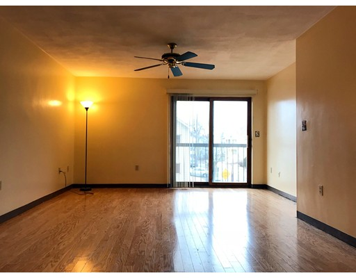 共管式独立产权公寓 为 出租 在 15 Ferry st #6 15 Ferry st #6 Everett, 马萨诸塞州 02149 美国
