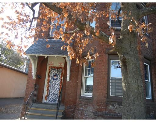多户住宅 为 销售 在 154 Suffolk Holyoke, 马萨诸塞州 01040 美国