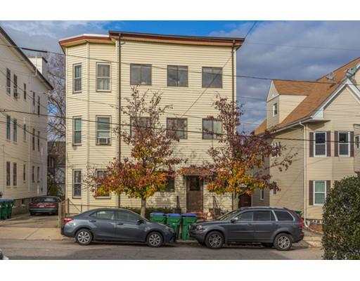 Maison avec plusieurs logements pour l Vente à 6 Henry Street 6 Henry Street Medford, Massachusetts 02155 États-Unis