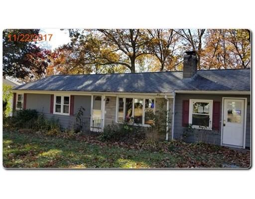 Maison unifamiliale pour l Vente à 8 Esther Drive 8 Esther Drive North Providence, Rhode Island 02911 États-Unis