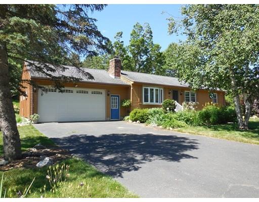 独户住宅 为 销售 在 8 Kania Street 8 Kania Street Easthampton, 马萨诸塞州 01027 美国