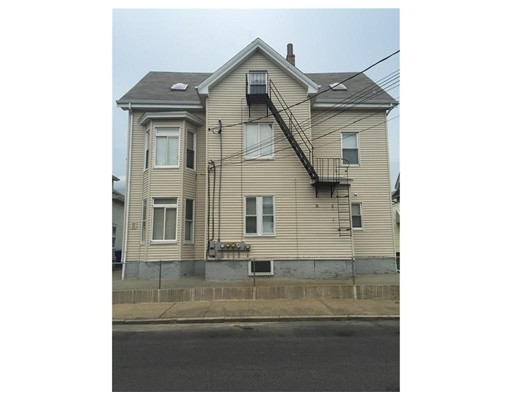 Casa Multifamiliar por un Venta en 99 Carpenter Street 99 Carpenter Street Pawtucket, Rhode Island 02860 Estados Unidos