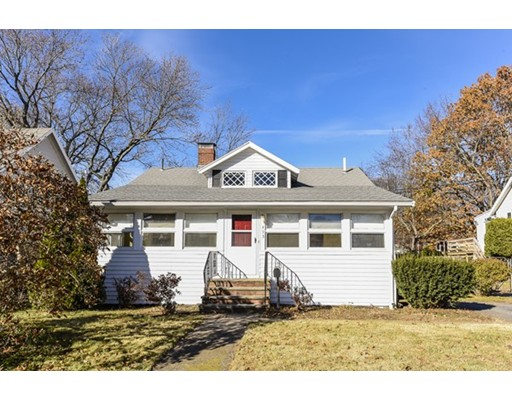 Частный односемейный дом для того Продажа на 453 Cedar Street 453 Cedar Street Dedham, Массачусетс 02026 Соединенные Штаты
