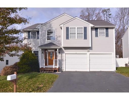 واحد منزل الأسرة للـ Sale في 13 Amanda Drive 13 Amanda Drive Cumberland, Rhode Island 02864 United States