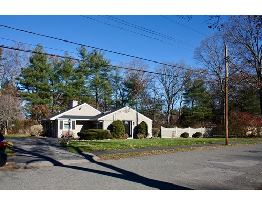 Maison unifamiliale pour l Vente à 51 Beverly Street 51 Beverly Street Natick, Massachusetts 01760 États-Unis