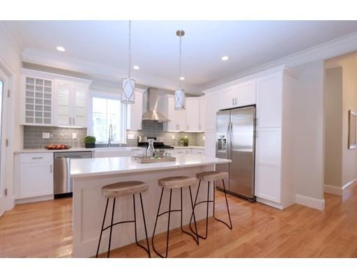 Casa para uma família para Venda às 14 Newburg Street 14 Newburg Street Boston, Massachusetts 02131 Estados Unidos