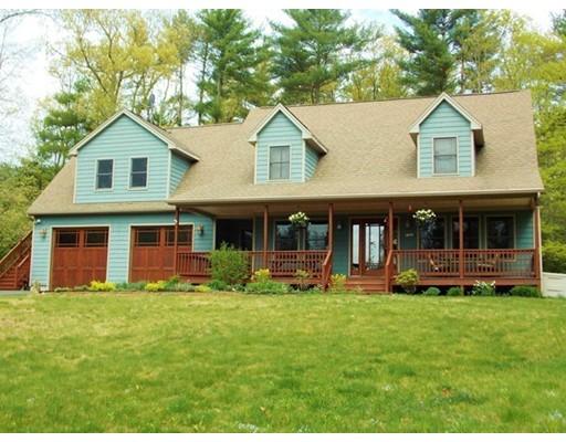 Maison unifamiliale pour l Vente à 74 Monson Road 74 Monson Road Brimfield, Massachusetts 01010 États-Unis