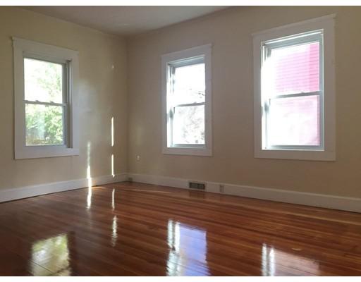独户住宅 为 出租 在 49 Hancock Street 49 Hancock Street Haverhill, 马萨诸塞州 01832 美国