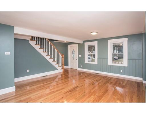 独户住宅 为 销售 在 1120 N Main Street 1120 N Main Street 伦道夫, 马萨诸塞州 02368 美国