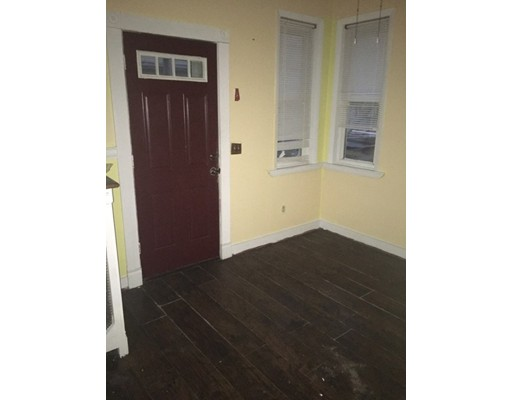 Apartamento por un Alquiler en 29 Wyman Street #2 29 Wyman Street #2 Brockton, Massachusetts 02301 Estados Unidos