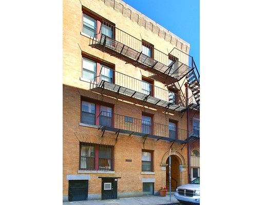 Casa Multifamiliar por un Venta en 37 Sheafe Street Boston, Massachusetts 02113 Estados Unidos