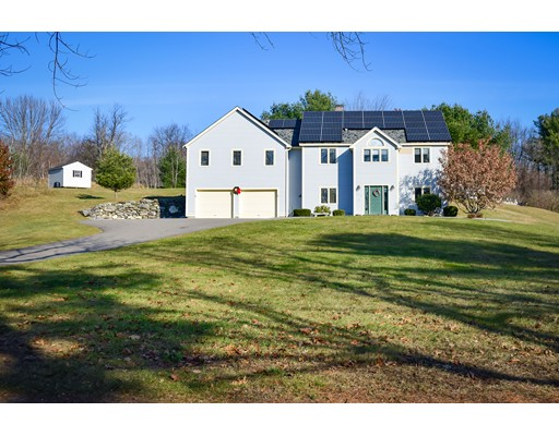 Maison unifamiliale pour l Vente à 153 Burrage Street 153 Burrage Street Lunenburg, Massachusetts 01462 États-Unis
