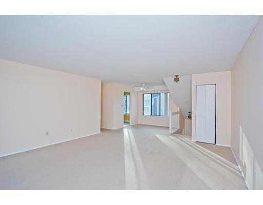 Condominio por un Venta en 82 Nassau Drive Springfield, Massachusetts 01129 Estados Unidos