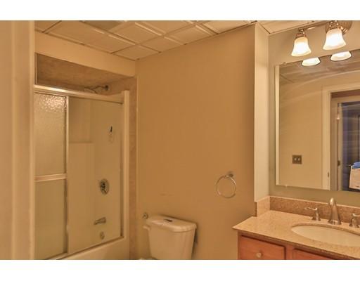 شقة بعمارة للـ Sale في 5 Wake Robin Road 5 Wake Robin Road Lincoln, Rhode Island 02865 United States
