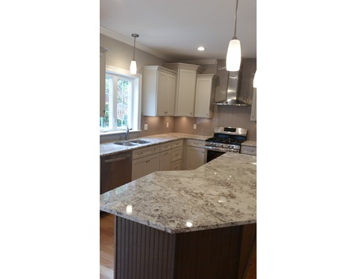 Частный односемейный дом для того Продажа на 89 Wyman Street 89 Wyman Street Woburn, Массачусетс 01801 Соединенные Штаты