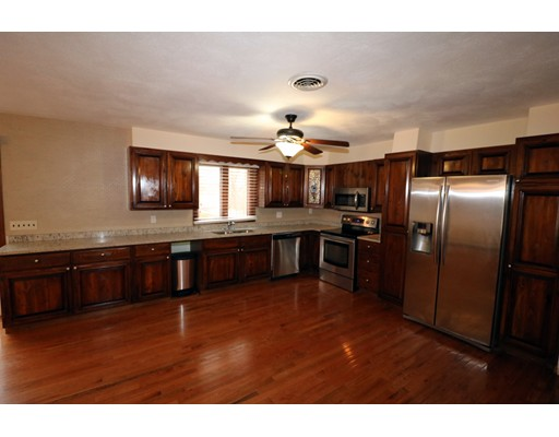 واحد منزل الأسرة للـ Sale في 1 Apple Tree 1 Apple Tree Johnston, Rhode Island 02919 United States