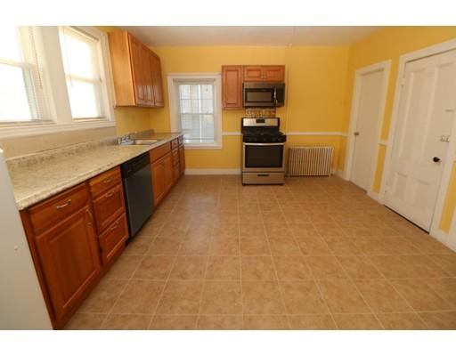 独户住宅 为 出租 在 38 Bucknam Everett, 马萨诸塞州 02149 美国