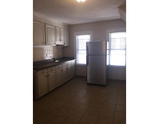 独户住宅 为 出租 在 115 Woodlawn street Everett, 马萨诸塞州 02151 美国
