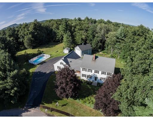 Частный односемейный дом для того Продажа на 18 Deerbrook Drive 18 Deerbrook Drive Granby, Массачусетс 01033 Соединенные Штаты
