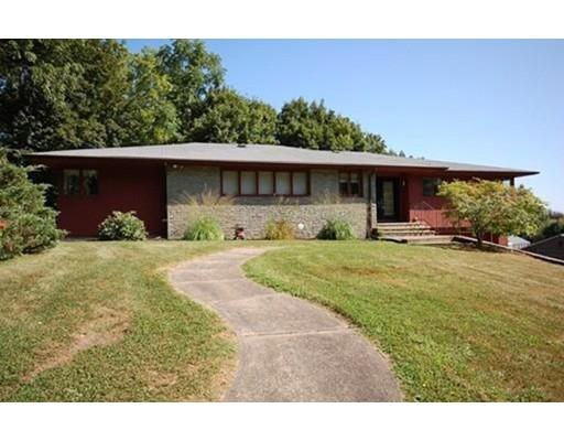 Частный односемейный дом для того Продажа на 33 Carol Lane 33 Carol Lane Holyoke, Массачусетс 01040 Соединенные Штаты