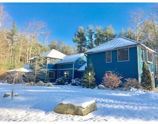 Maison unifamiliale pour l Vente à 62 Buffam Road 62 Buffam Road Pelham, Massachusetts 01002 États-Unis