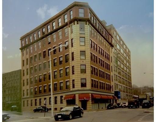 Commercial pour l Vente à 86 Essex Street 86 Essex Street Haverhill, Massachusetts 01832 États-Unis