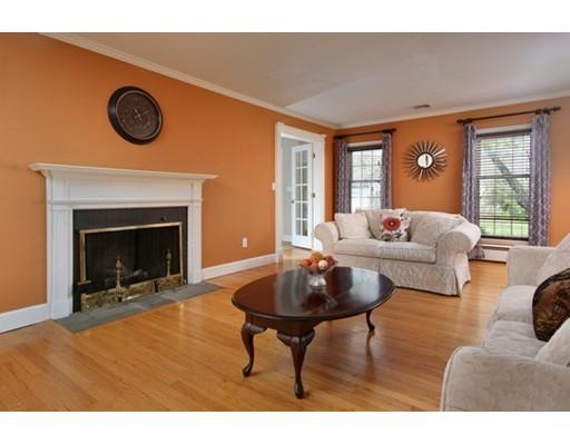 Частный односемейный дом для того Продажа на 147 Gifford Avenue 147 Gifford Avenue Somerset, Массачусетс 02720 Соединенные Штаты