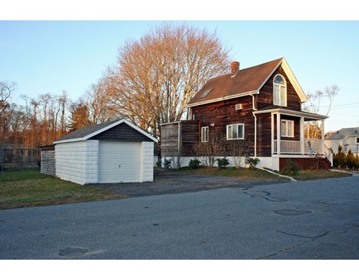 واحد منزل الأسرة للـ Sale في 246 McCabe Street 246 McCabe Street Dartmouth, Massachusetts 02748 United States